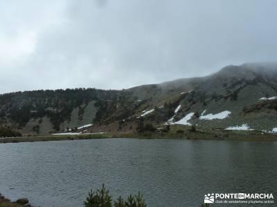 Lagunas de Neila;senderismo montaña burgos;rutas de montaña;nieve en la sierra de madrid